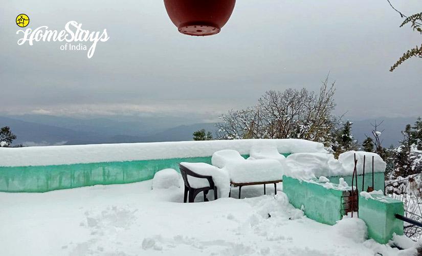 Winter-Mukteshwar Temple Homestay