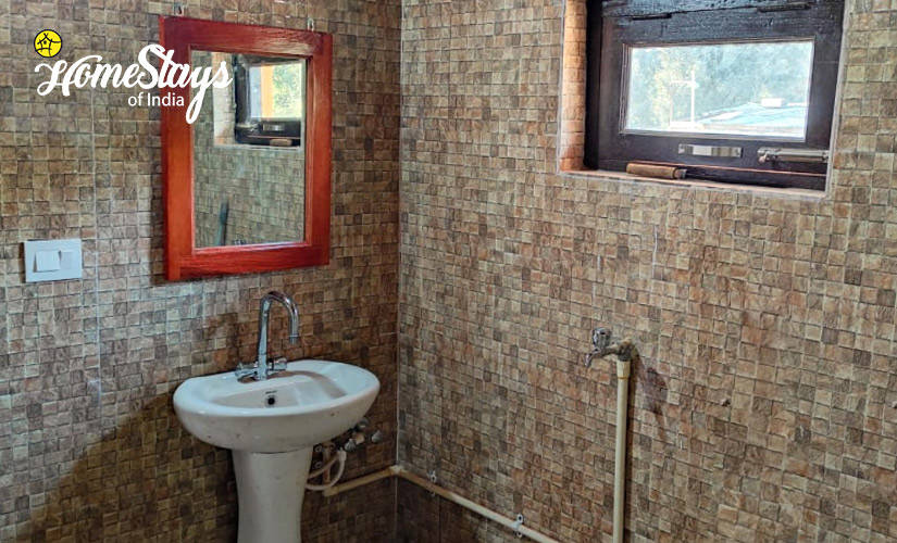 Bathroom-Udiyari-Homestay-Chaukori