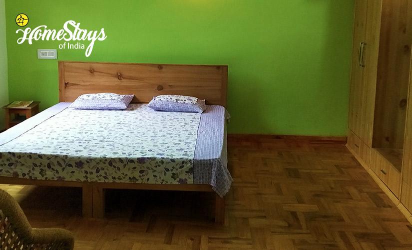 Bedroom-01_Kais Village Homestay-Kullu