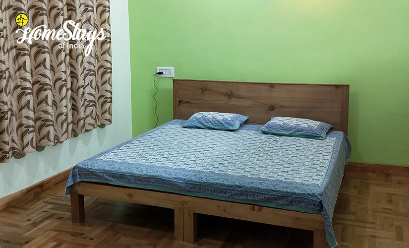 Bedroom-1_Kais Village Homestay-Kullu