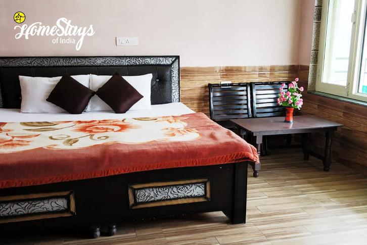 Bedroom-2-Dal Lake Homestay-Naddi