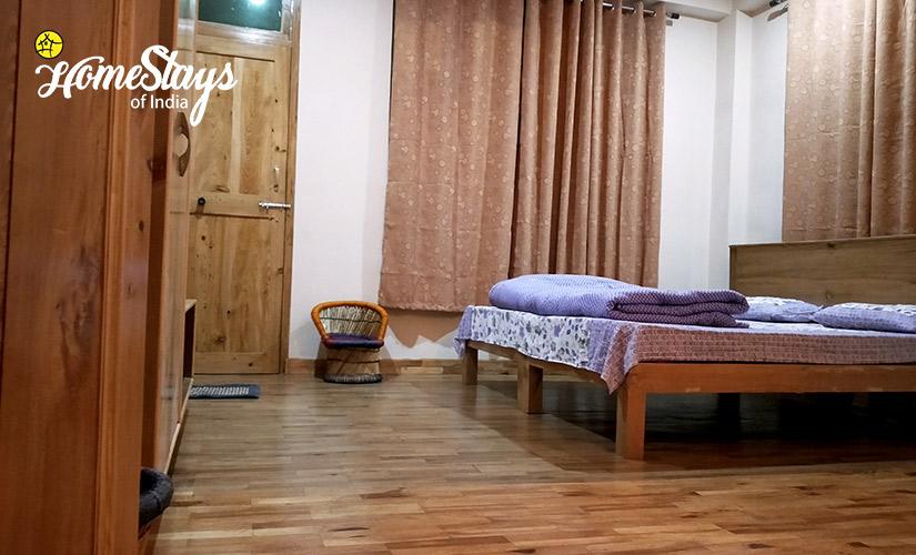 Bedroom-2_Kais Village Homestay-Kullu