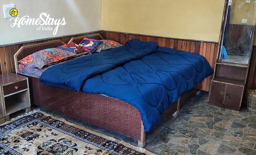 Double-Room-Udiyari Homestay-Chaukori