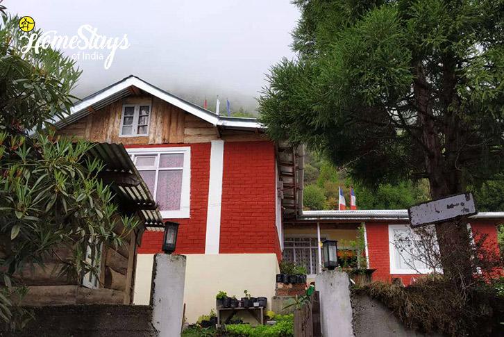 Entrance-Shingring Ten Homestay-Lachung