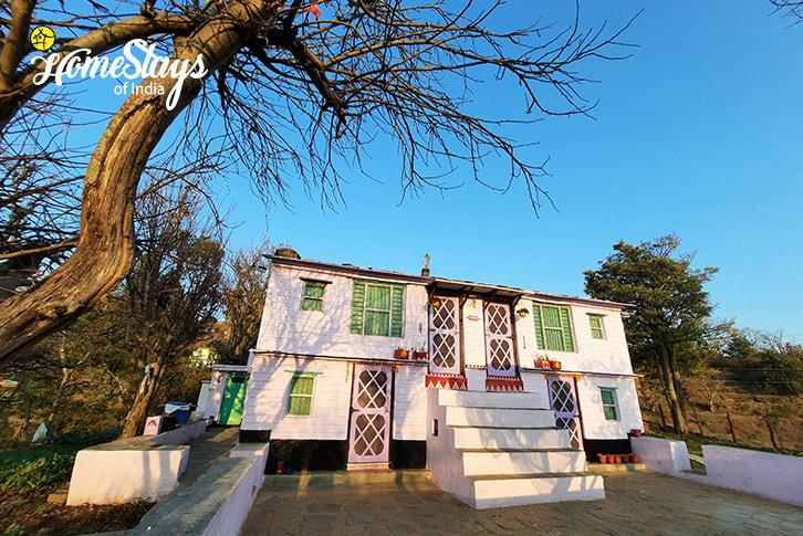 Exterior-Mirai-Homestay-Dwarahat