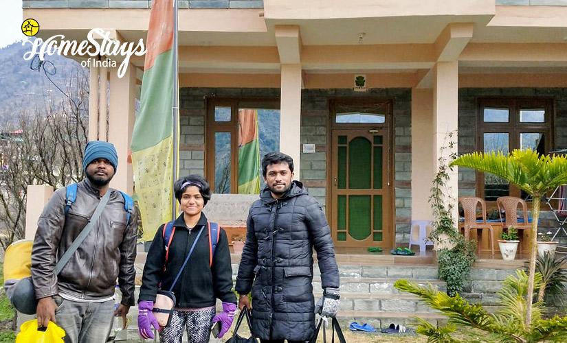 Happy-Guest_Kais Village Homestay-Kullu