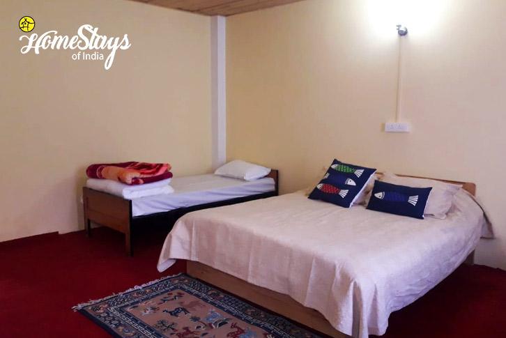 Room-3-Shingring-Ten-Homestay-Lachung