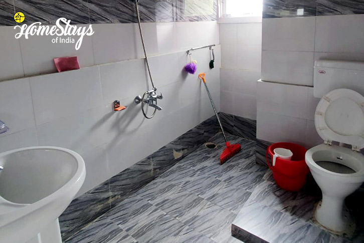 Bathroom-2_Bhandal-Homestay-Chamba