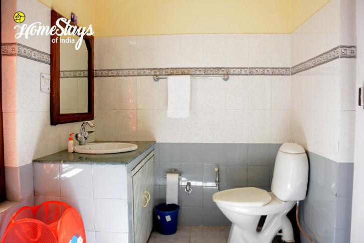 Bathroom-Jone's Estate Homestay-Bhimtal