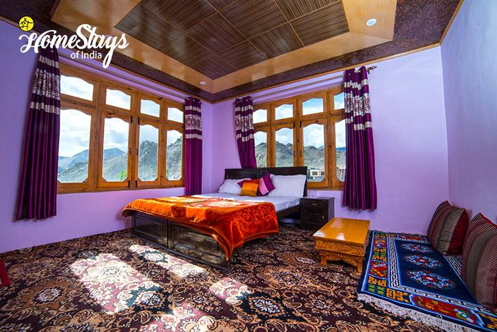 Bedroom-1_Skampari-Homestay_Leh-Ladakh
