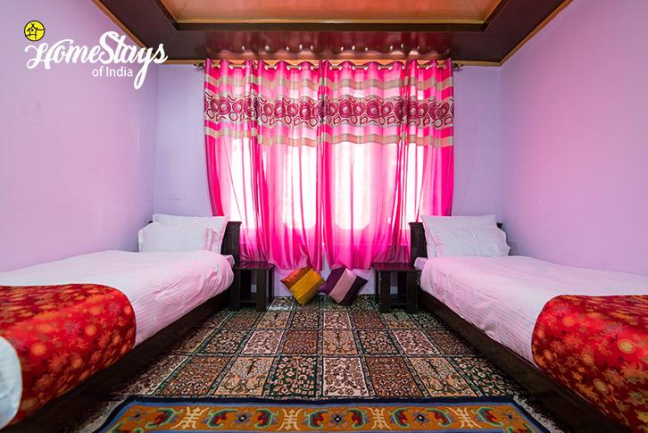 Bedroom-2_Skampari-Homestay_Leh-Ladakh