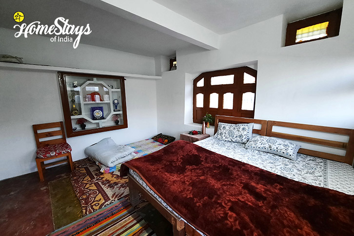 Bedroom-3_Sunkiya-Homestay-Mukteshwar