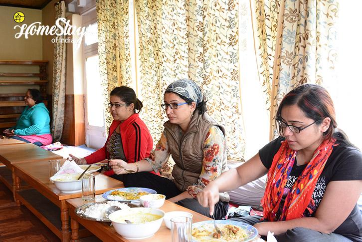 Dining2_Mulbekh-Homestay-Kargil