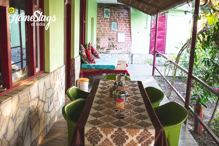 Dinning-Area-Kasar-Devi-Homestay