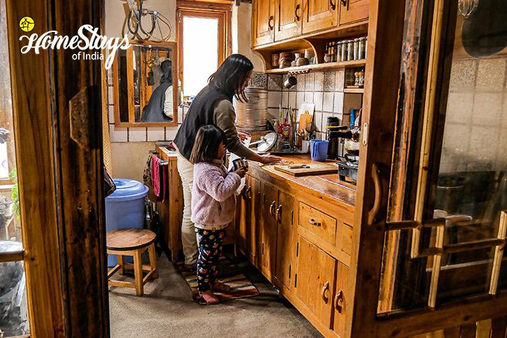 Kitchen-Stok Eco Village Homestay-Leh