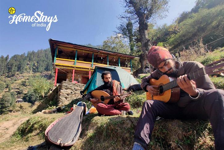 Musician_Malana-Homestay