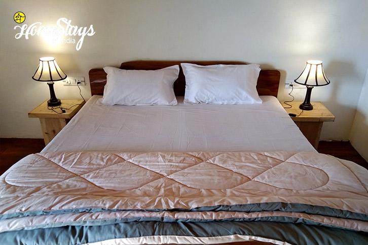 The Bed-Gehna Snowline Homestay-Mukteshwar