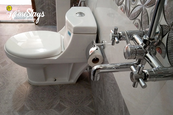 Toilet-2-Gehna Snowline Homestay-Mukteshwar