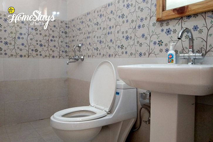 Toilet-Gehna Snowline Homestay-Mukteshwar