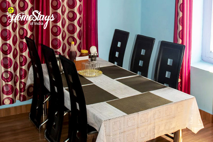 Dinning_Saryo-Homestay-Kalpa
