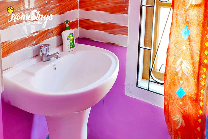 Bathroom_Uzanbazar Homestay-Guwahati