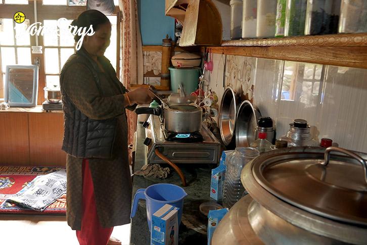 Cooking_Skurbuchan Homestay-Ladakh