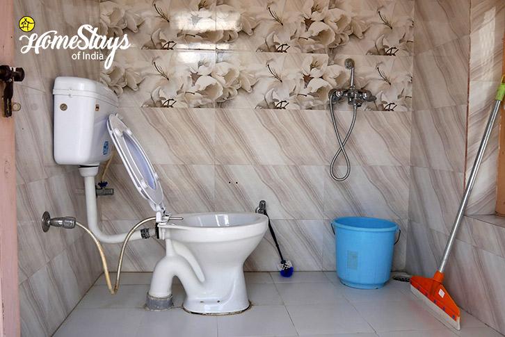 Bathroom-1-Thiksey Homestay-Ladakh