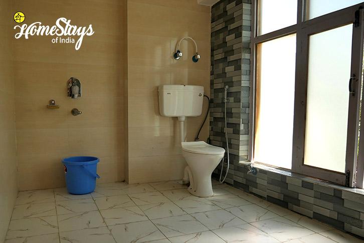 Bathroom-1-Upper-Changspa-Homestay-Leh