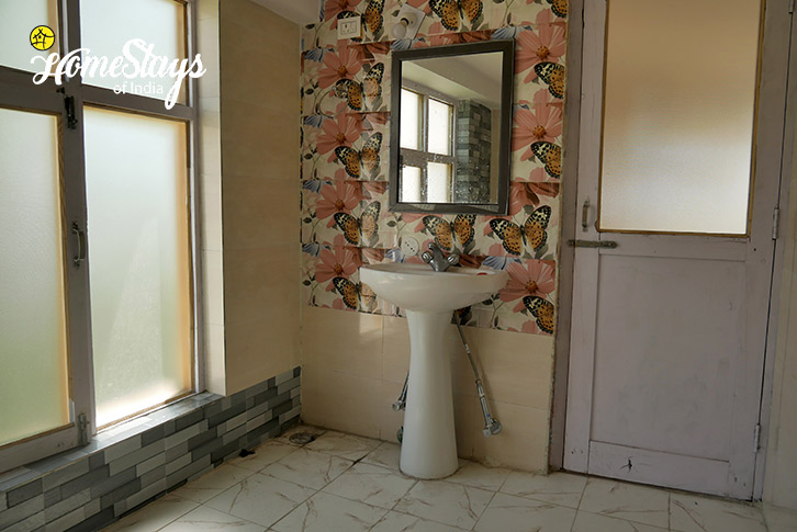 Bathroom-2-Upper-Changspa-Homestay-Leh