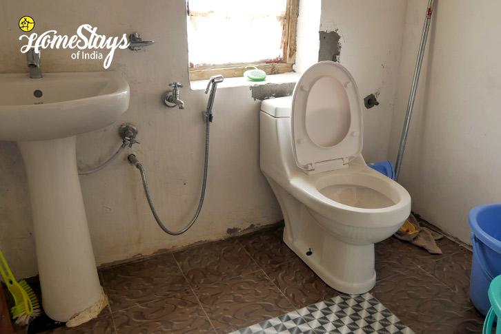 Bathroom-Merak Homestay-Pangong