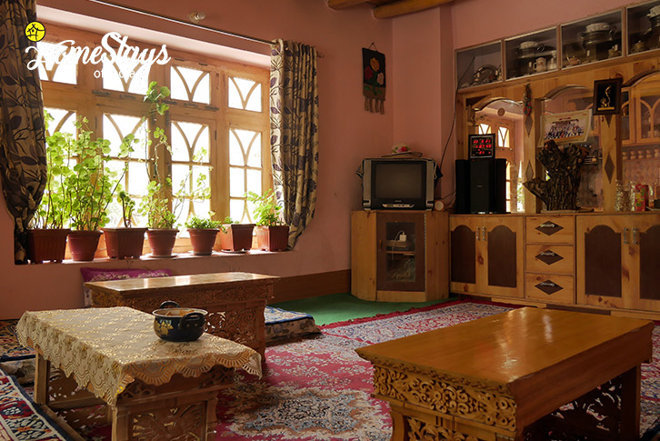 Common Room-Upshi Riverside Homestay