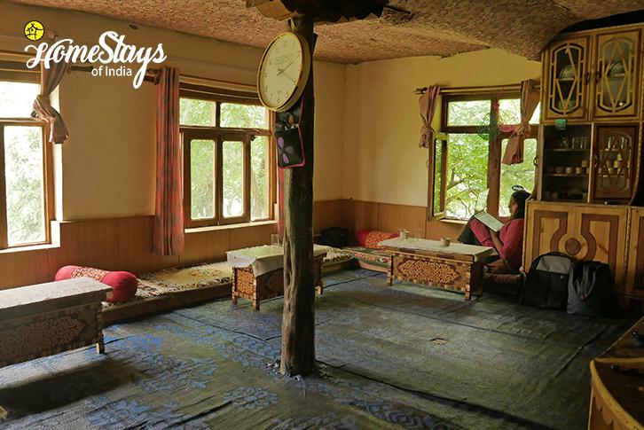 Common Seating-Dah Homestay-Aryan Valley