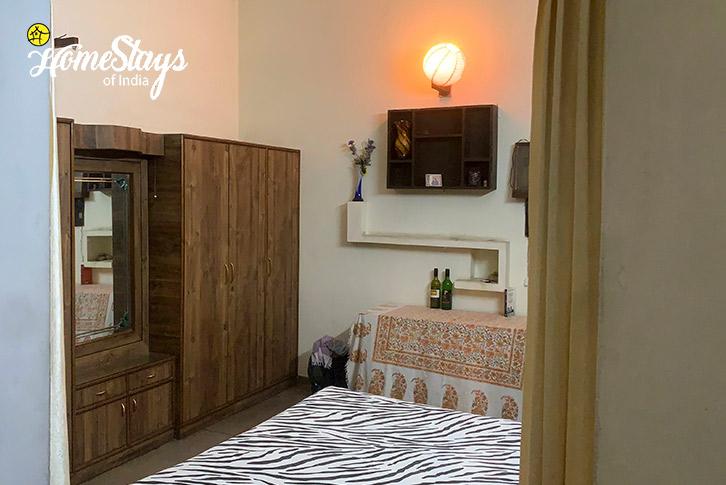 Room-2-16D Homestay-Chandigarh